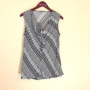 Black & white geometric sleeveless blouse silk L